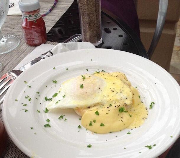 8 eggs benedict